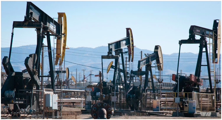 Pumpjacks crowded together in an oilfield on the Petroleum Highway in California. (Tara Lohan)