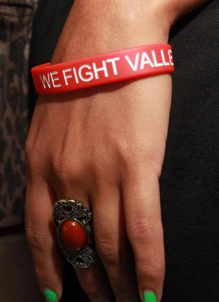 Photo Credit: Daniel Cásarez/Vida en el Valle - Berenice Parra wears a bracelet used to raise funds for a vaccine to prevent valley fever.