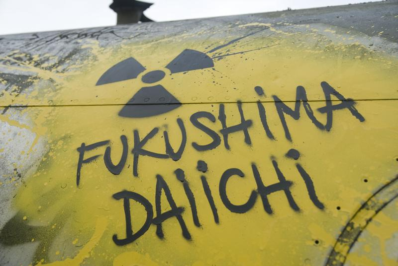 nuclear radiation, reporting on health, fukushima, vicente navarro, michael moyer