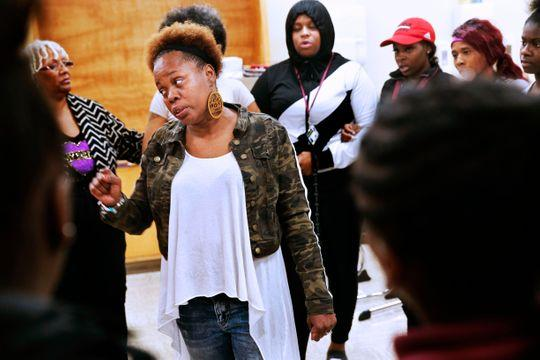 Tina Nixon gathers students and adults together in a circle. (Photo: Angela Peterson/Milwaukee Journal Sentinel)
