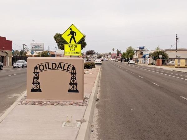 Oildale is an unincorporated community of roughly 34,000 residents across the Kern River to the north of Bakersfield and east of state route 99. The community is roughly 85 percent white, and more than a quarter fall below the poverty level. (CREDIT KERRY KLEIN / VALLEY PUBLIC RADIO)