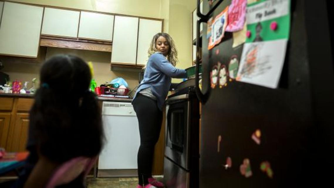 Latrelle Huff prepares dinner for her children. (Photo: Stephen B. Morton/USA TODAY)