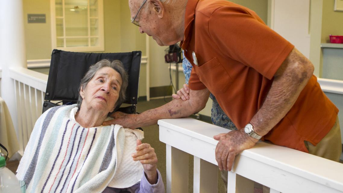 Stuart Hodes with his wife Helen, who has Alzheimer's. (Photo credit: Amanda Inscore/The News-Press)