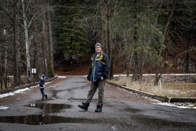 Floyd Kimball and his 4-year-old son Steve in Wallace, Idaho, on Jan. 5, 2021. They have lived in public housing located on the Bunker Hill Superfund site for four years. Photo: Rebecca Stumpf for The Intercept
