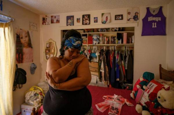 """""""Now I just got memories and ashes,"""" said Dajha Richards' mom Ebony Douglas as she goes through her daughter's belongings. (Renée C. Byer)"""